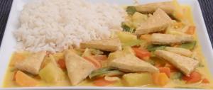 Ananas-Curry mit Gemüse und Tofuecken