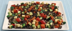Belugalinsensalat mit Paprika und Zucchini