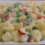 Kartoffelsalat mit Radieschen, Erbsen und Frühlingszwiebeln