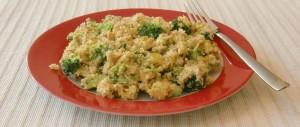 Quinoa-Pfanne mit Curry-Mango-Tofu, Brokkoli und Sonnenblumenkernen