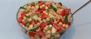 Kichererbsensalat mit Tomaten und Gurke