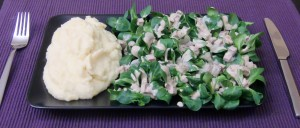 Feldsalat mit Räuchertofu-Balsamico-Sahne-Soße und Pastinaken-Kartoffel-Brei