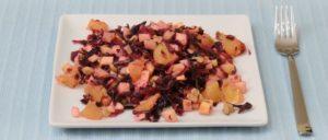 Rotkohlsalat mit Orangen, Äpfeln und Walnüssen